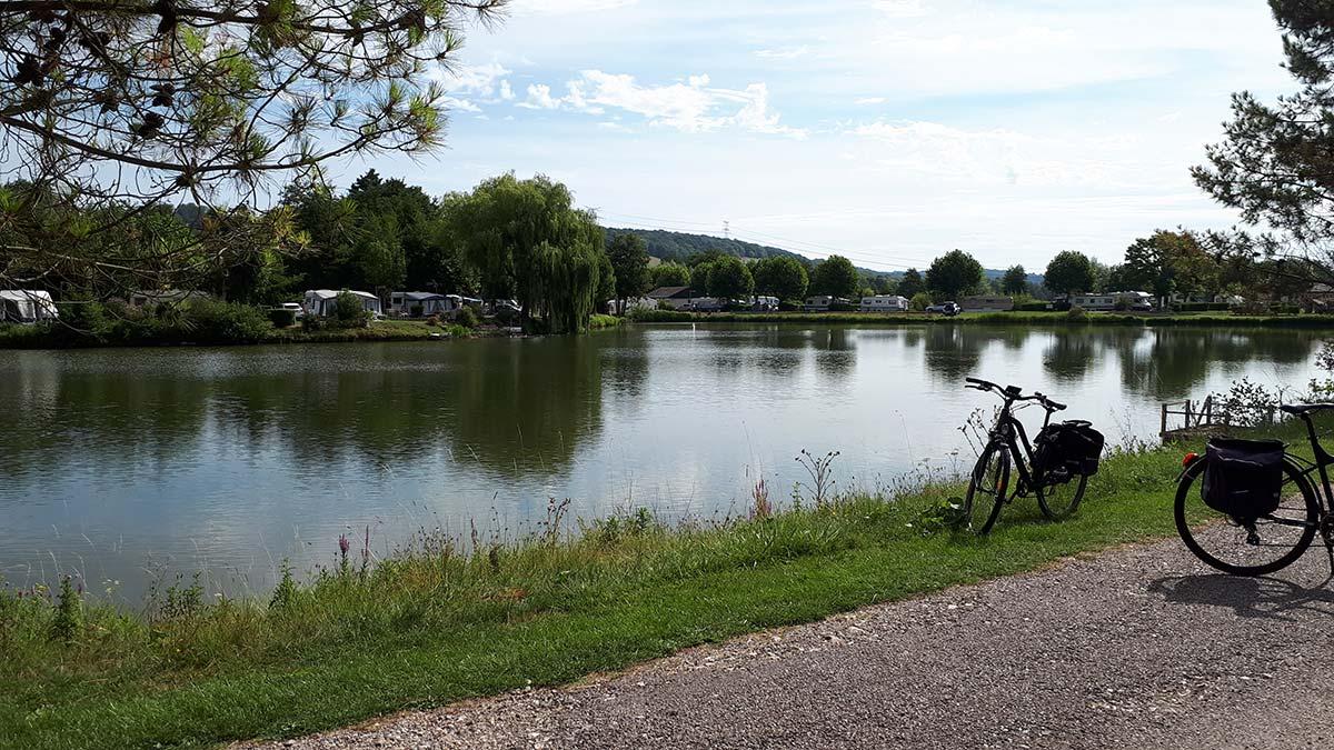 camping le long de la rivière la varenne Martigny